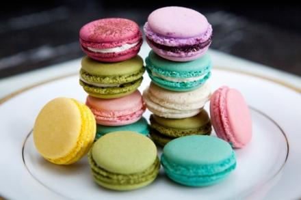 multicolor-wedding-dessert-macarons.jpg